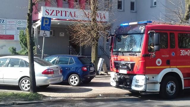 Tuż przed godziną 10 skontaktował się z nami Czytelnik, którego zaniepokoił widok wozu strażackiego przed szpitalem MSWiA na ul. Markwarta w Bydgoszczy. - Z okna mojego mieszkania widzę, że pod szpitalem stoją strażacy, czy coś się stało? - pytał zaniepokojony Czytelnik. Zobacz co czeka nas w pogodzie (źródło TVN/X-News):