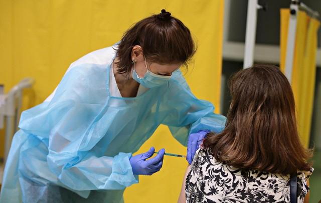 Ponad 56 proc. mieszkańców Krakowa jest już po dwóch dawkach szczepionki przeciwko koronawirusowi – to 439 tys. osób.
