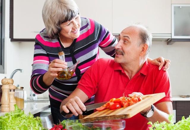 Sprawdź, co pomoże Twojemu zdrowiu. W galerii prezentujemy 6 produktów, które idealnie sprawdzą się w diecie seniora.
