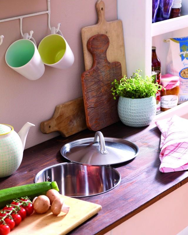 Blat kuchenny z otworemTakie rozwiązanie jest przydatne w kuchni.