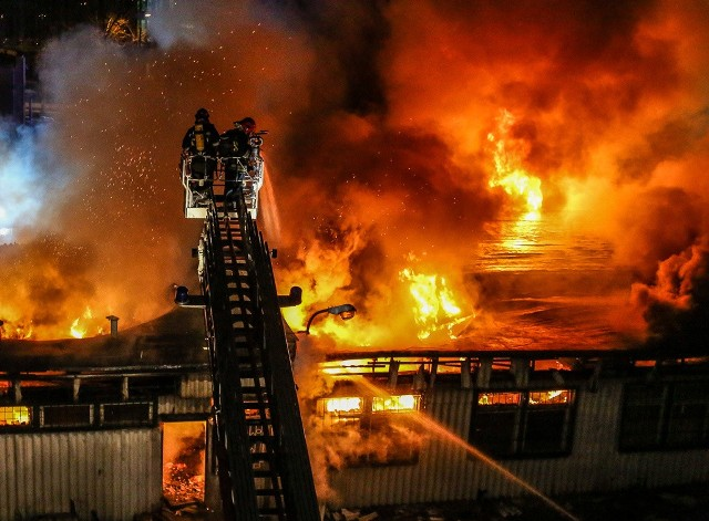 Pożar magazynu przy ul. Abrahama w Gdańsku