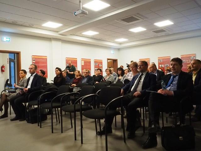 Spotkanie z dyrektorami szkół i nauczycielami poświęcone koronawirusowi