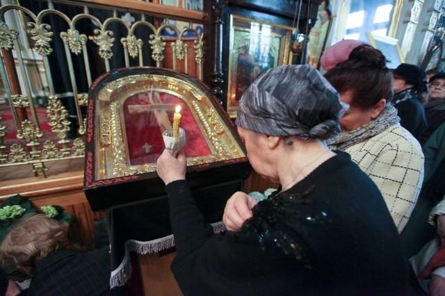 W Wielki Piątek na środek cerkwi św. Mikołaja w Białymstoku został wyniesiony całun z ikoną Chrystusa.