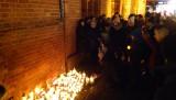 Kołobrzeżanie poruszeni tragiczną śmiercią Pawła Adamowicza. Spotkali się przed ratuszem