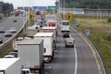 Karambol na Autostradowej Obwodnicy Wrocławia. Wypadek ośmiu aut i ogromne korki