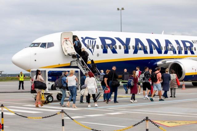 Oto lista miejsc, do których będziemy mogli latać bezpośrednio z Poznania w wakacje w 2021 roku. Tylko linia Ryanair oferuje aż 25 kierunków. Znajdą się tam miejsca, które ucieszą zarówno miłośników południowego słońca, jak i tych, którzy wolą chłód. Z Poznania polecimy do popularnych miejsc wakacyjnych oraz do znanych stolic europejskich. Tu będzie można polecieć z lotniska Ławica!Sprawdź, gdzie będzie można polecieć bezpośrednio z Poznania w wakacje w 2021 roku --->