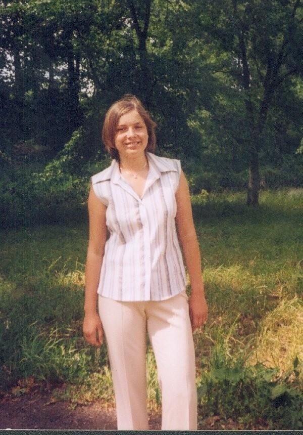 Ewa Malinowska, lat 17, z Osówka. Uczennica  LO w Łasinie.