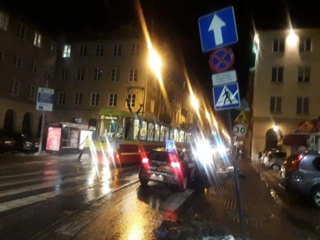 Jeszcze w środę wieczorem kierowcy skręcający z pl. Wolności w Pomorską zastanawiali się, dlaczego jednokierunkową ulicą pod prąd jedzie tramwaj.