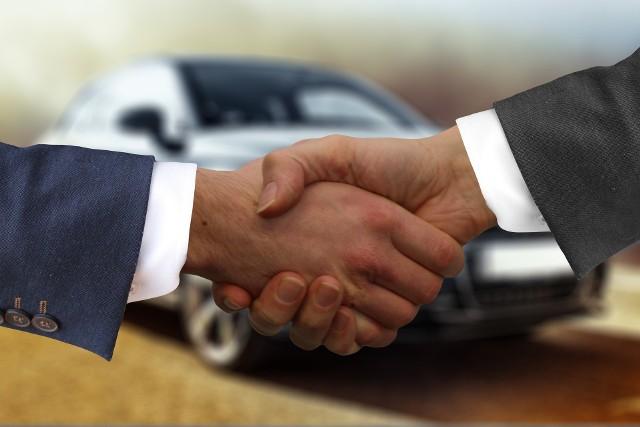 Wielu Opolan śledzi regularnie licytacje komornicze, bo pełnowartościowy pojazd można na nich kupić znacznie taniej niż na wolnym rynku.