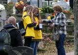 Hospicjum dla dzieci w Gdyni. Wolontariusze zbierają na cmentarzach pieniądze na budowę [ZDJĘCIA]