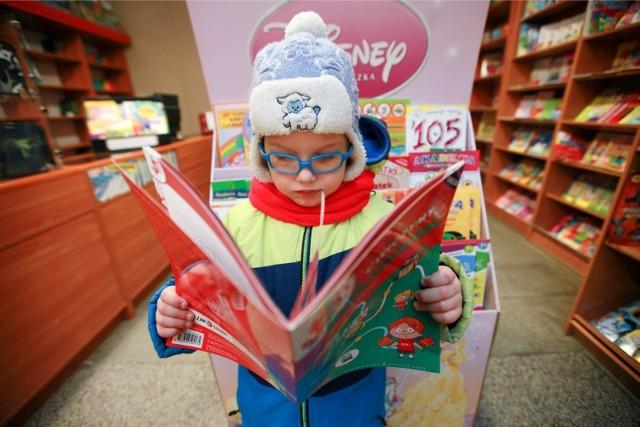 """Resort edukacji ogłosił konkurs na listę """"książek naszych marzeń"""". Tytuły, które się na niej znajdą, trafią do szkolnych bibliotek."""