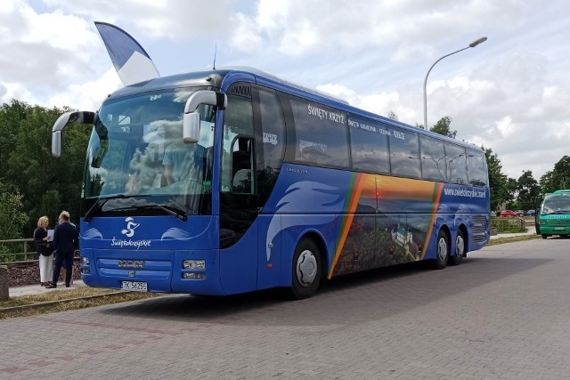 Taki autobus jeździ w weekendy na trasie Kielce - Święty Krzyż