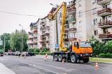 Ostrów Maz. Trwa przepinanie linii energetycznych i usuwanie słupów na ul. Kościuszki
