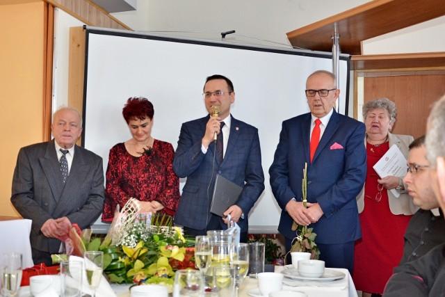 Irena Hałas i Ludwik Wencka odbierali w sobotę kwiaty i powinszowania z okazji jubileuszu