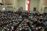 Sondaż: Znaczna przewaga PiS, topnieje poparcie dla Koalicji Obywatelskiej