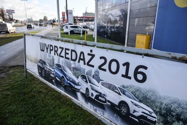 Kolejny rok okazał się lepszy od poprzedniego. W 2016 r. w Polsce zarejestrowano aż 475 935 samochodów. Zobaczcie, jakie nowe auta najczęściej sprzedawały się w minionych 12 miesiącach.Przejdź do kolejnego slajdu ---->