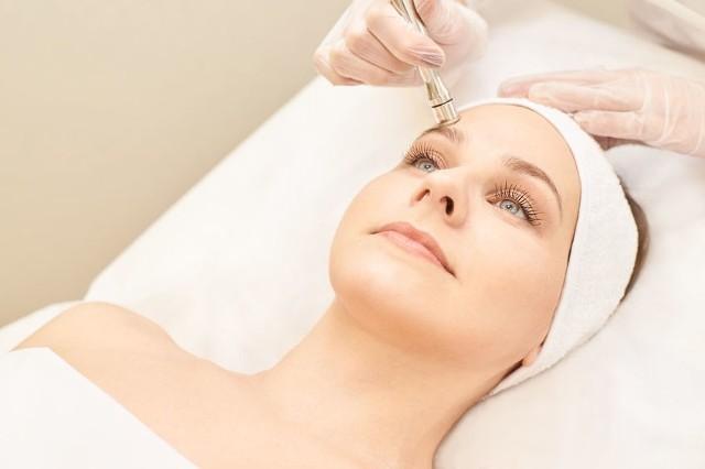 Skóra naczynkowa wymaga kompleksowej pielęgnacji - zarówno od zewnątrz, jak i od wewnątrz