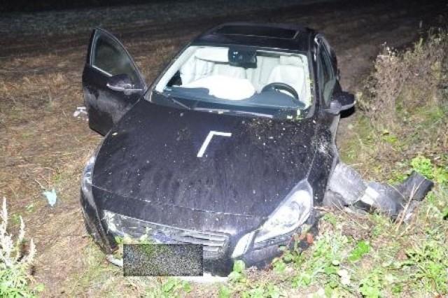 Volvo prowadzone przez Adamczyka, wylądowało w rowie. Weronika Rosati trafiła do zamojskiego szpitala z powodu obrażeń nogi.