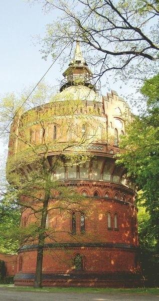 Park na Wzgórzu Dąbrowskiego na Szwederowie za to ma swoją ciekawą historię. To właśnie stąd w 1806 roku gen Henryk Dąbrowski dokonał zwycięskiego szturmu na Bydgoszcz. W centralnej części parku znajduje się zabytkowa, ceglana wieża ciśnień.