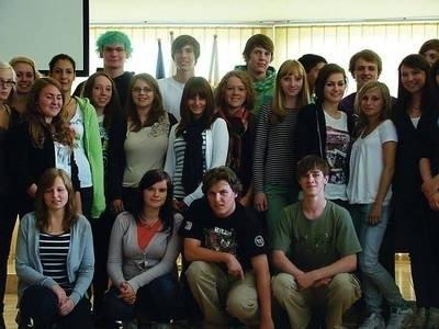Niemieccy uczniowie świetnie dogadują się z uczniami I LO w Chrzanowie. Rozmawiają po niemiecku, angielsku i trochę po polsku. FOT. ELIZA JARGUZ