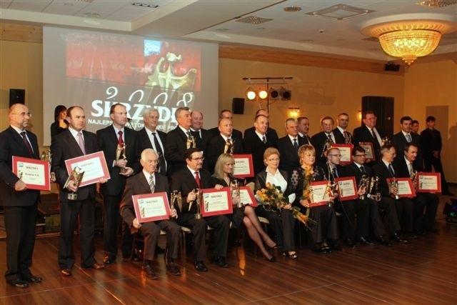 """fot. Aleksander Piekarski. Nasi laureaci na wspólnym zdjęciu podczas gali w hotelu """"Łysogóry"""""""