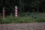 Zatrzymano 13 osób, które niszczyły ogrodzenie na granicy z Białorusią. Wśród nich ma być Bartosz K. Szef MSWiA zapowiada kary