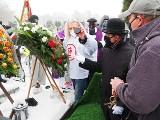 Pogrzeb zasłużonego zawodnika ŁKS Adama Kopczyńskiego. Krążek hokejowy też trafił do mogiły. Zdjęcia