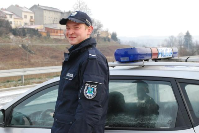 Sierż. Damian Woźniak z Komendy Powiatowej Policji w Strzyżowie został wyróżniony przez ministra za to, że udaremnił podpalenie domu, w którym przebywało małżeństwo.