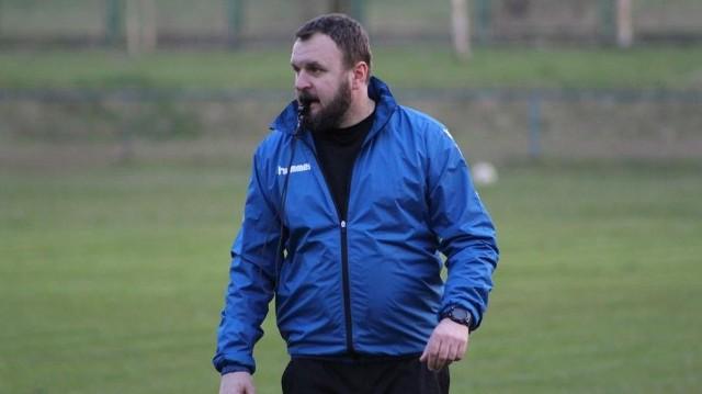Jan Luzar został trenerem Bucovii Bukowa grającej w klasie okręgowej. Zaliczył nieudany debiut