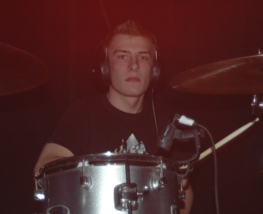 Perkusista Meteora Marcin Lempa.