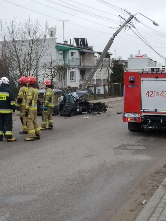 Poważny wypadek na ul. Przemysłowej. Kierowca audi uderzył w słup
