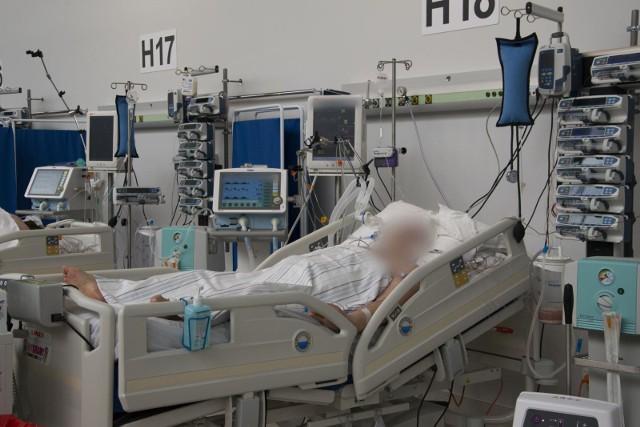 Wiceminister zdrowia przyznał, że każdego dnia odnotowywanych jest mniej zakażeń i mniej osób przebywa w szpitalach.