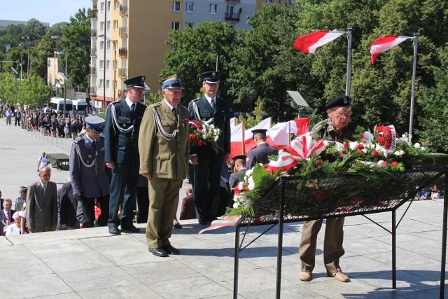 Katowice obchodzą święto Wojska Polskiego i wybuchu II Powstania Śląskiego[cs]ZOBACZ FILMIK Z DEFILADY WOJSKOWEJ[/cs]