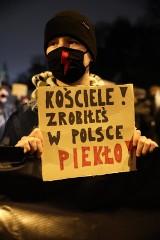 Smecz towarzyski. Nie tacy święci. Co zmieni w Polsce (moralny) upadek kardynała Dziwisza?