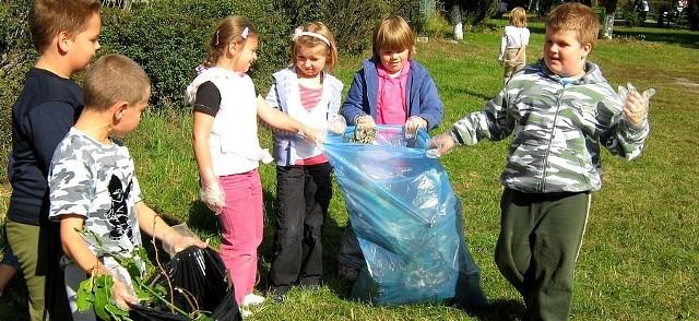 Świat sprzątały także dzieci z klasy 2 a z SP 6 w Ostrołęce.