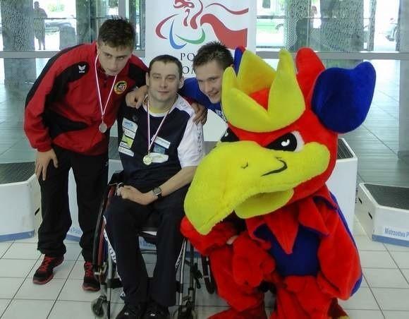 Jacek Czech (drugi z lewej) wywalczył już w mistrzostwach Polski dwa złote medale.