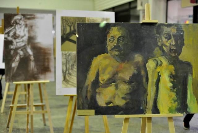 Wystawa rysunku i malarstwa na dworcu PKP.