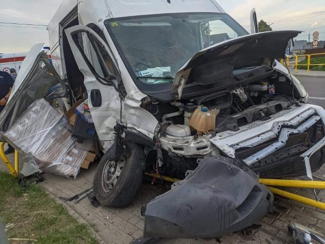 Wypadek na DK 65 w Knyszynie. W zderzeniu dwóch busów została ranna jedna osoba