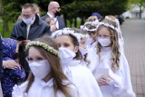 Toruń. Pierwsza Komunia Święta w czasie pandemii. Tak w sobotę (8.05) było w kościele Chrystusa Króla