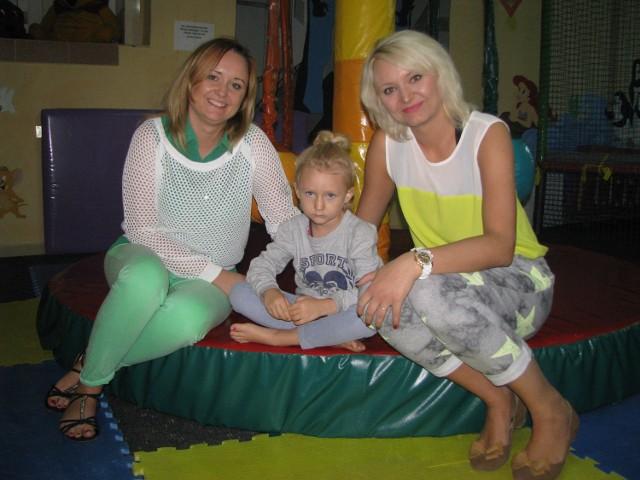 Od lewej: Edyta Polewacz, właścicielka Przedszkola Terapeutycznego, Natalia i jej mama - Katarzyna Dykty, siostra właścicielki