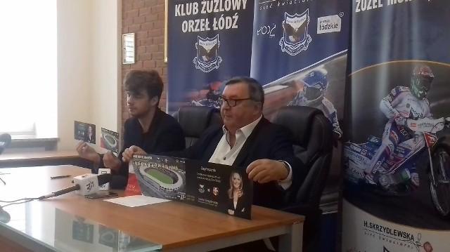 Ojciec i syn, Witoldowie Skrzydlewscy prezentują bilety