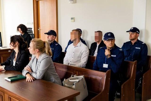 Patryk B. (w czarnej kurtce) na podstawie Europejskiego Nakazu Aresztowania został zatrzymany w Belgii na początku lutego 2017 r. Tydzień później w ręce mundurowych wpadł Tomasz J., który zdążył wrócić do Białegostoku.