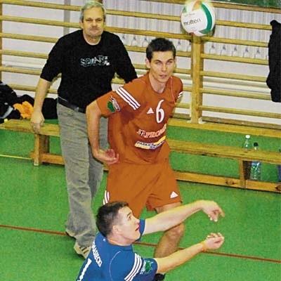 Tomasz Knasiecki (na pierwszym planie), Artur Żyliński i trener Paweł Blomberg. Dla nich wygrana ma specjalne znaczenie.