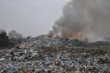 Pysząca koło Śremu: Ponad 30 strażaków już od tygodnia walczy z pożarem wysypiska [ZDJĘCIA]