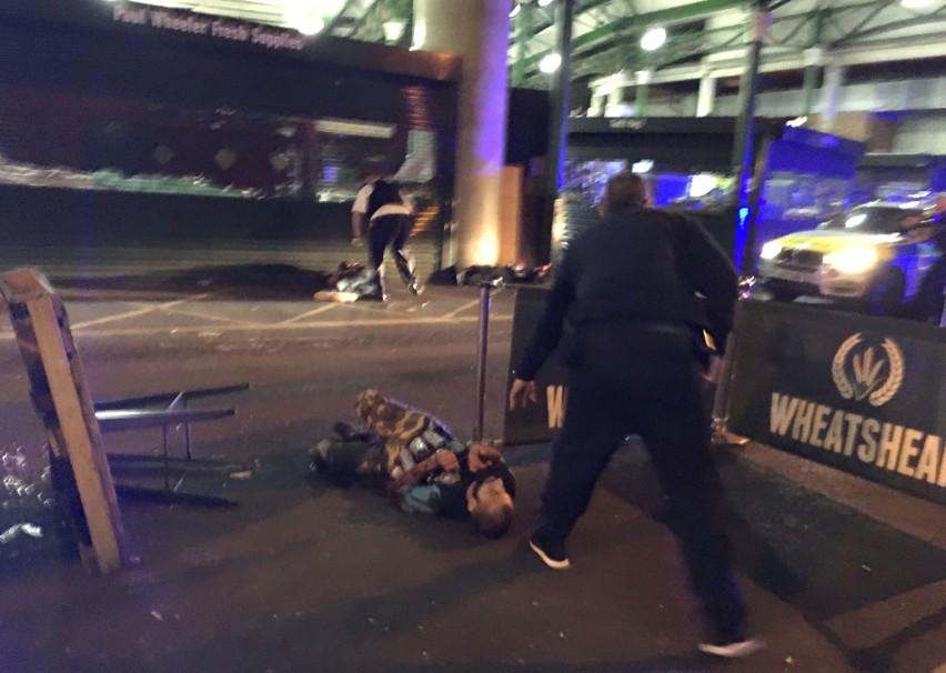 Wielka Brytania: Zamach w Londynie, ataki na London Bridge i Borough Market. Są ofiary [ZDJĘCIA]