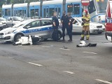 Wypadek na Legnickiej. Policyjny radiowóz zderzył się ze skuterem