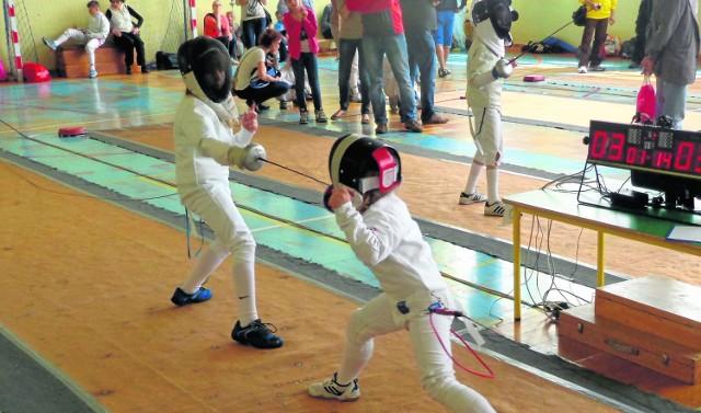 Alicja Goczał (z prawej) podczas zawodów. Dziewczynka dzięki swoim umiejętnościom pokonuje nawet o dwa lata starsze zawodniczki. 14 lutego powalczy o kolejny medal w Kalwarii Zebrzydowskiej