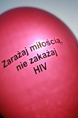 Warsztaty, szkolenia i film. By ustrzec przed HIV