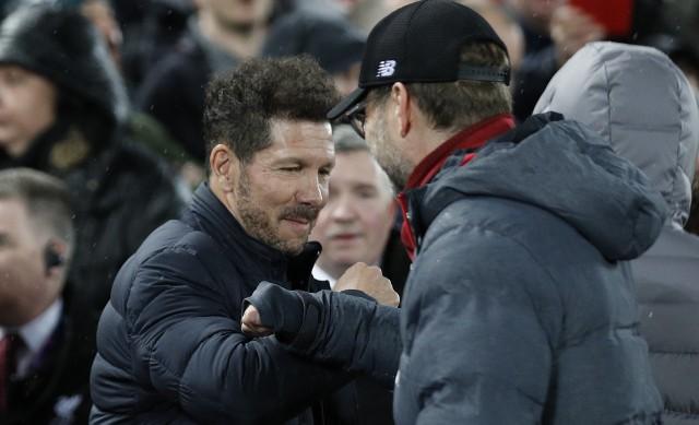 Po meczu Diego Simeone i Juergen Klopp pożegnali się stukając się łokciami, zamiast tradycyjnego uścisku dłoni.