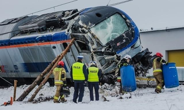 Prócz lokomotywy, uszkodzone zostały też elementy infrastruktury jak słupy sieci trakcyjnej i tory. Usuwanie skutków katastrofy trwało półtorej doby. W tym czasie wstrzymano ruch pociągów na linii kolejowej Białystok-Ełk.